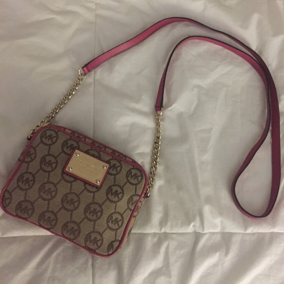 Michael Kors Handbags - ❌SOLD!!❌ Michael Kors Crossbody